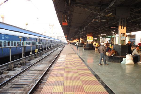 railways earned rs 139 20 crore from platform ticket in 2018 19