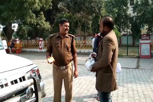 sp office reached laborers for rs 2200 coins found in demonetisation
