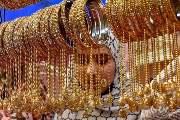 gold import decreased by 9 in april october this year