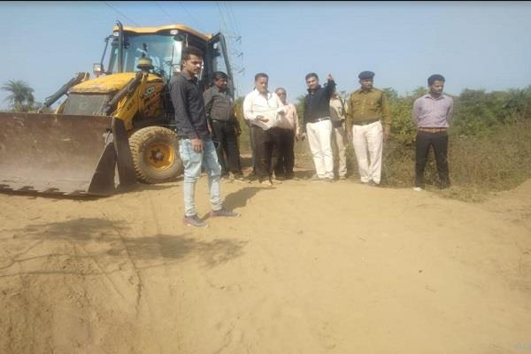 collector and sdm take action against sand mafia in jabalpur