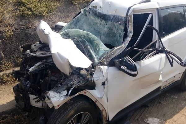 3 killed high speed car entered in a standing dumper
