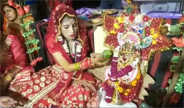in kalyug also meera who was absorbed in kanha s devotion took