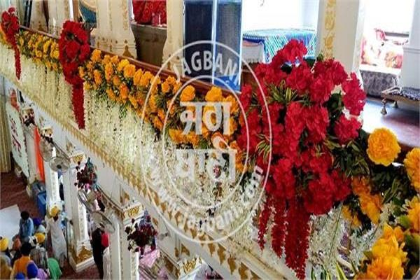 gurudwara sri ber sahib decorated with exotic flowers