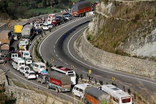 jammu srinagar highway opens after three days 4500 vehicles restored