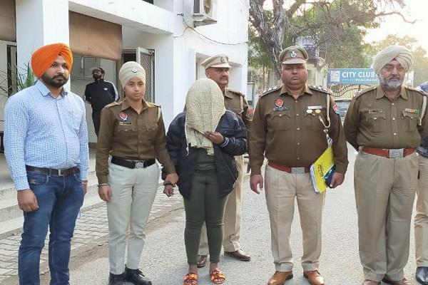 foreign woman arrested with heroin worth rs 25 crore