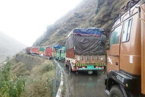 jammu srinagar national highway closed landslide thousands passengers stranded