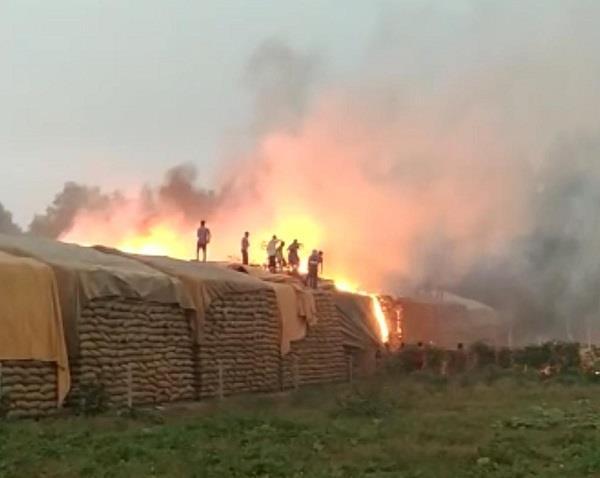 fire in paddy open cults