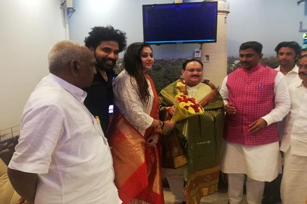 south indian actress namita joins bjp jp nadda gives membership