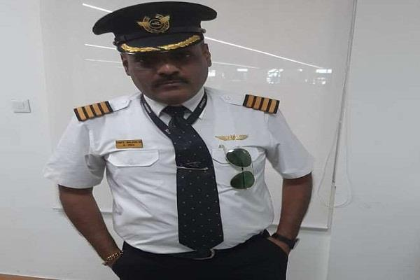 fake pilot arrested from delhi airport passengers were unloaded from the plane