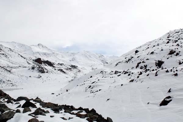heavy snowfall on rohtang pass