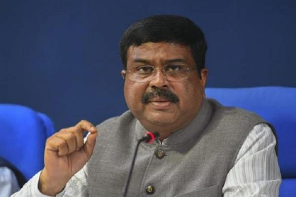 dharmendra pradhan praised the left government of kerala