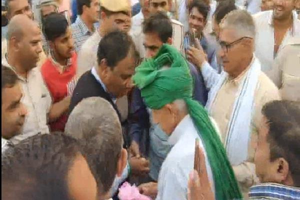 jjp supporters welcomes cabinet minister anoop dhanak in uklana hisar