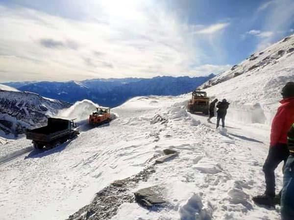 rohtang pass again closed due to glacier