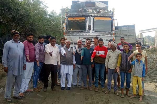 rural against overloaded tipper