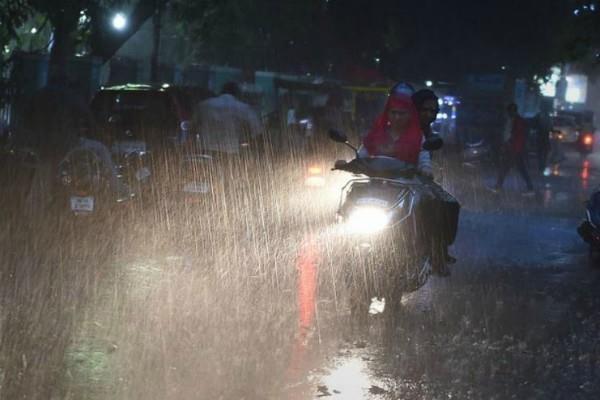 tamil naidu rain 15 dead and school college closed