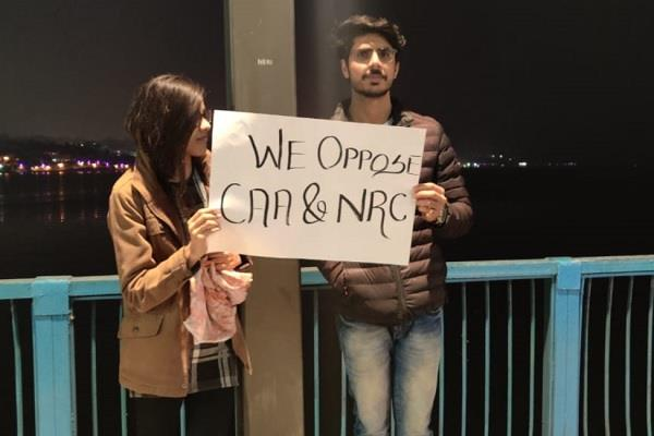 students perform in unique style against caa and nrc in bhopal