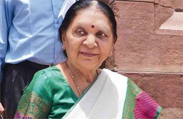 anandiben says parents should inculcate reading habits in their young
