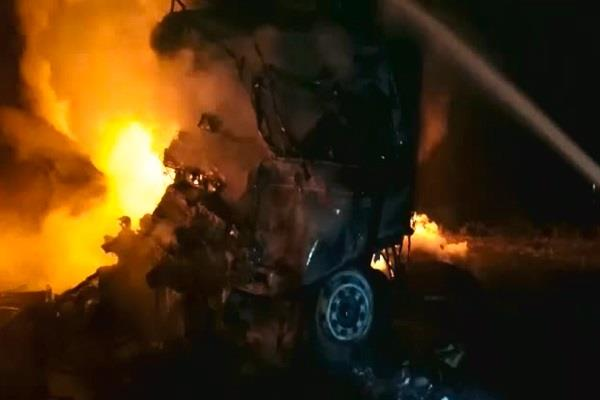 eicher truck caught fire due to collision of trolley 3 people burnt alive