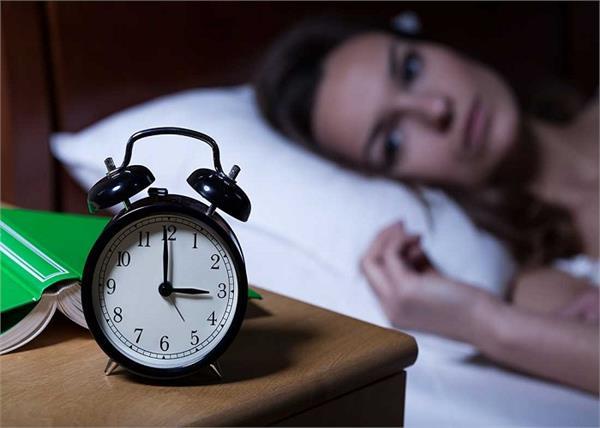 आपको बीमारियों के घेरे में ले सकती है आधी-अधूरी नींद, जानिए कितने घंटे सोना जरूरी?