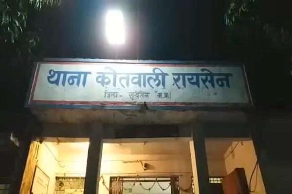 vicious thieves stole 5 lakhs in sbi incident in cctv