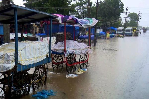 rain havoc continues in tamil nadu schools in 6 districts still closed