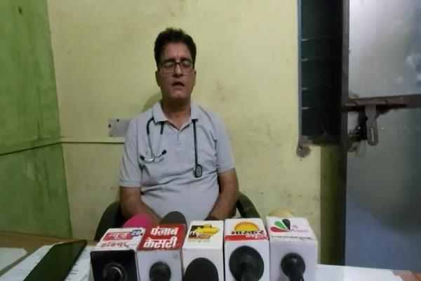 lack doctors ladkui community health center sehore take haggling doctors