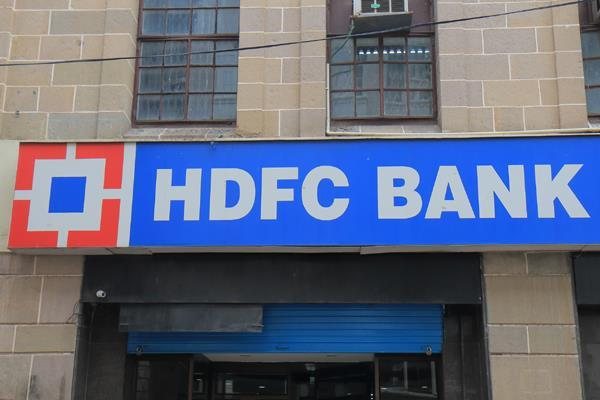 hdfc bank net and mobile banking service stalled customers upset