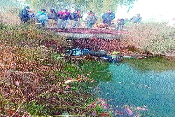 uncontrolled bike falls rajbahe driver dies