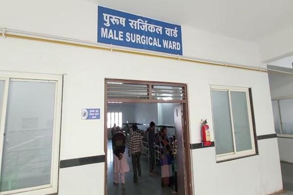 8 people seriously injured in mad dog bite in chhatarpur