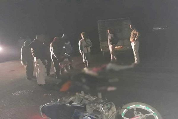 traumatic accident unregistered truck hits bike in betul 3 people dead
