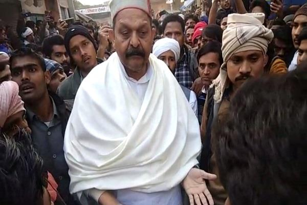 this video of bsp mp afzal ansari went viral amid caa riots