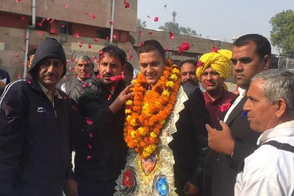 pravesh became the topper of combined defense service