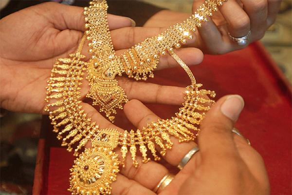 gold shines by rs 50 silver by rs 380
