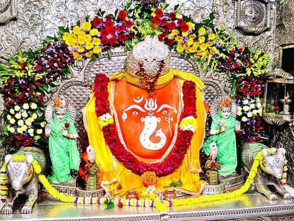 new year aarti will be held at 12 o clock in the world khazrana ganesh