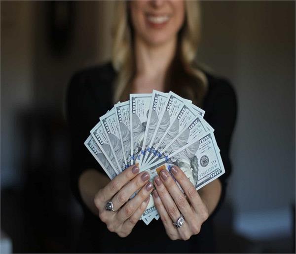 Vastu Tips: गरीब को भी अमीर बना देंगे ये 8 टोटके