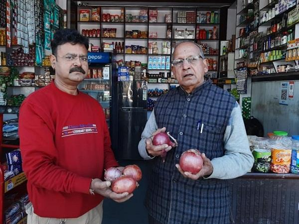 customers upset due to onion prices