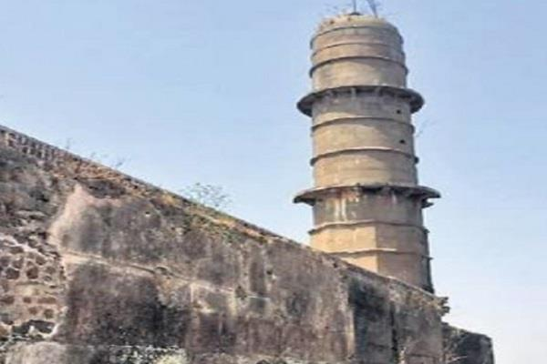 tragic death of 2 people in buhranpur due to collapse of part of fort