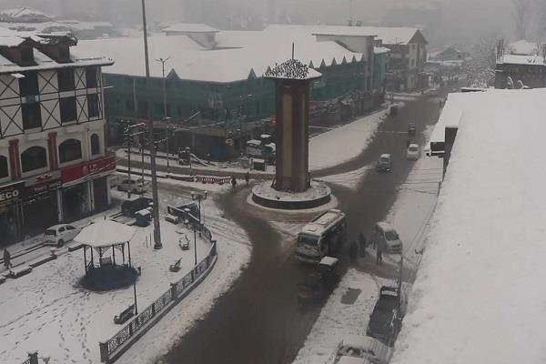 snow in kashmir valley disrupts life snow rain likely next 24 hours