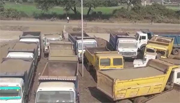 big action police sand mafia jabalpur jcb machine 9 hiva trucks seized