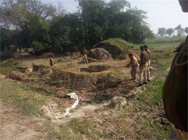 teenager s body missing from grave in pilibhit police