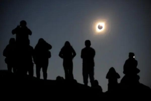 thousands of people saw full solar eclipse in kerala