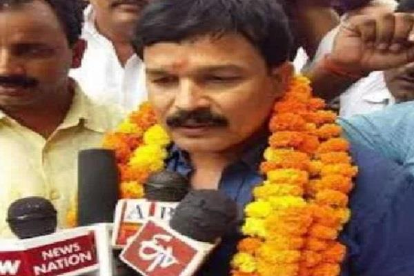 two and a half lakh bsp leader akhand pratap singh surrendered in gangster court
