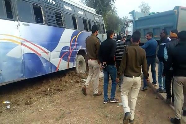 more than dozen people injured road accident in rewa 3 serious