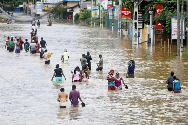 thousands of people displaced due to heavy rains in sri lanka