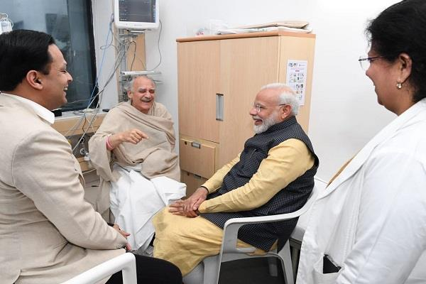 pm modi met former union minister arun shourie known