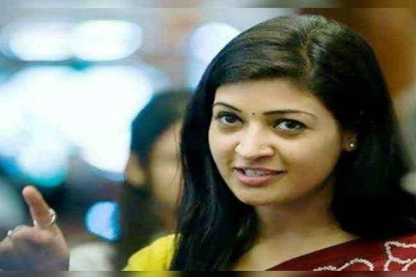 alka lamba s photo was tampered with and posted obscene comments on fb
