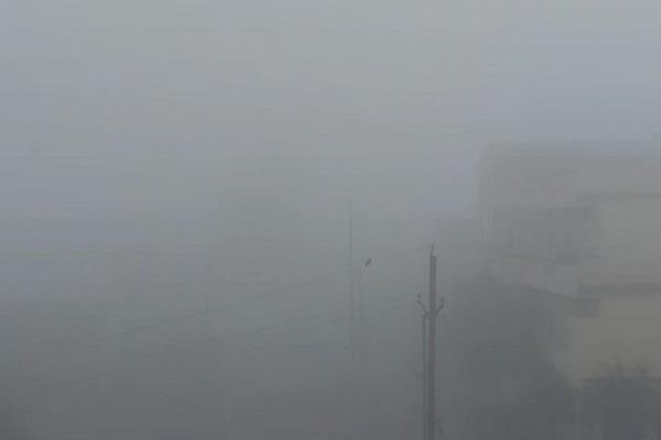temp at nasrullaganj 12 degrees visibility reduced person not see 10 feet