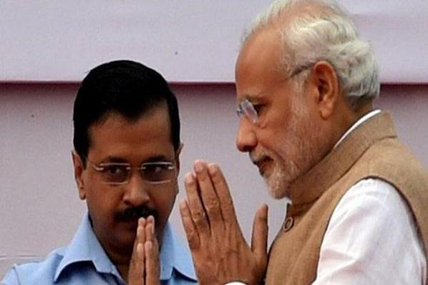 delhi s mood kejriwal heavy on modi may be a fight for thorn survey