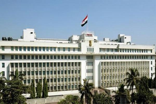 woman jumped from third floor of maharashtra secretariat