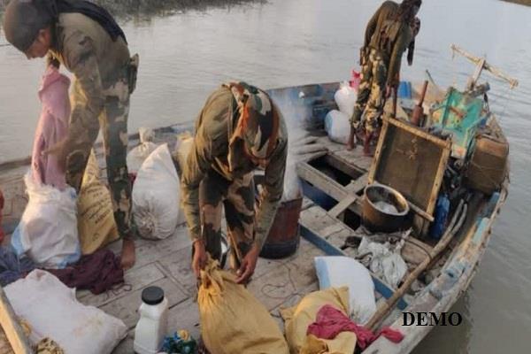 bsf confiscated pakistan boat in sir creek gujarat